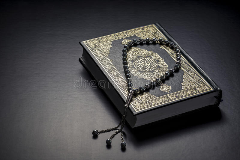 Koran koraliki i święta księga zdjęcie stock