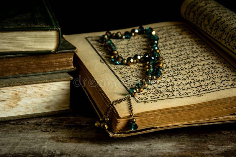 Koran - livro sagrado dos muçulmanos foto de stock royalty free