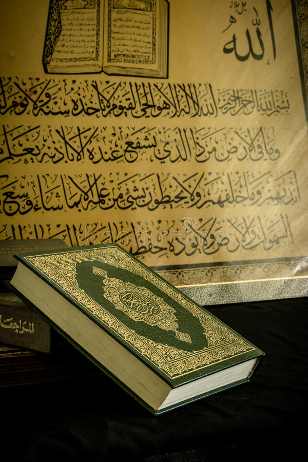Koran - livro sagrado dos muçulmanos fotografia de stock royalty free