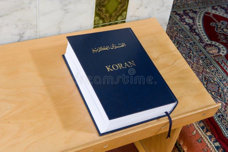 Koran w meczecie zdjęcia stock