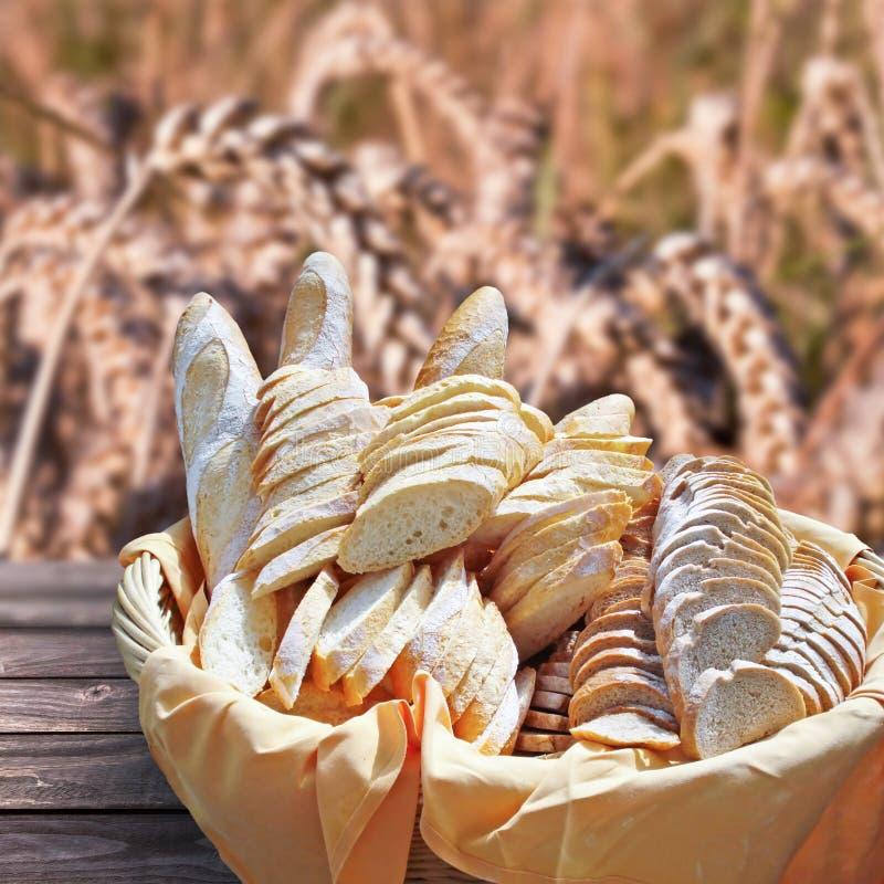Korb des frischen Brotes, stockfoto