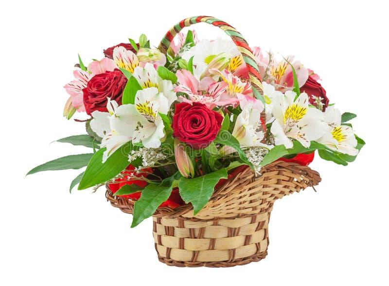 Korb mit Blumen lizenzfreies stockfoto