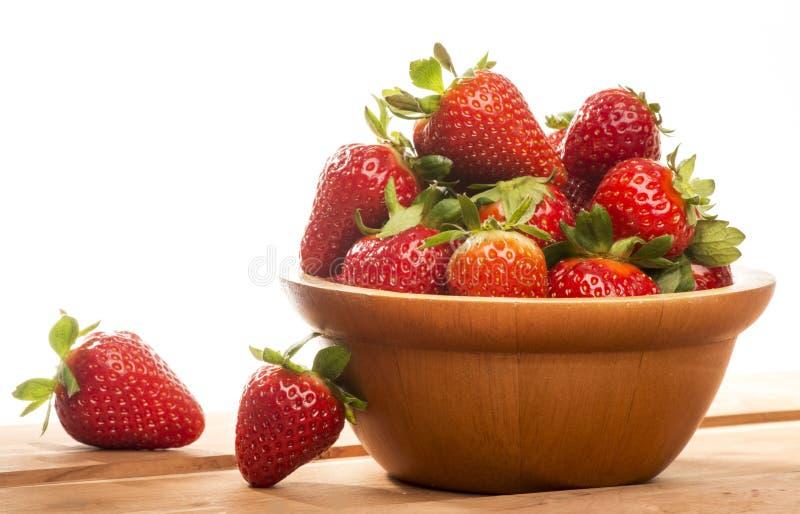Korb mit Erdbeeren stockbild