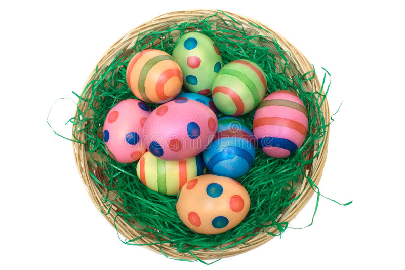 Korb mit farbigen Eiern (Oberseite) stockbild