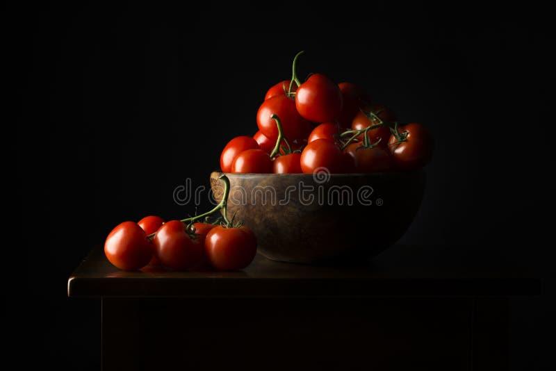 Korb mit Tomaten stockbild