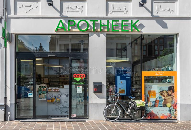 Korb-sozialistische Apothekenkette auf Langemunt im Herrn, Flandern, Belgien stockfoto