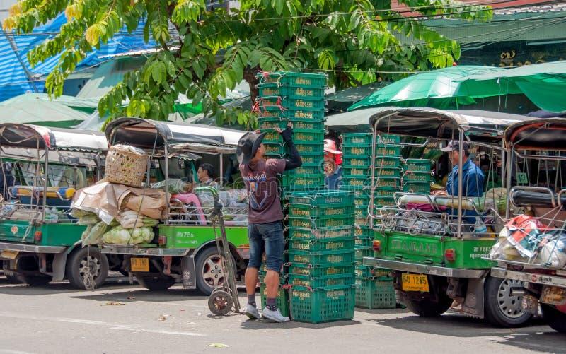 Korbspeicher des Gemüses an Pak Khlong Talat-Markt stockbilder