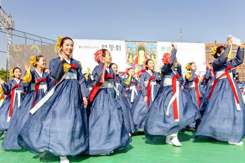 Koreańscy młodzi ludzie świętuje dla Lotosowego lampionu  obraz stock