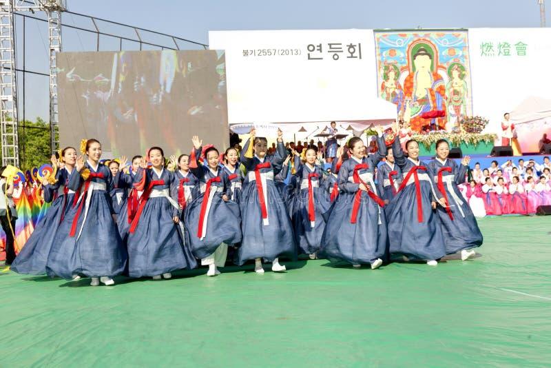 Koreańscy młodzi ludzie świętuje dla Lotosowego lampionu zdjęcia royalty free