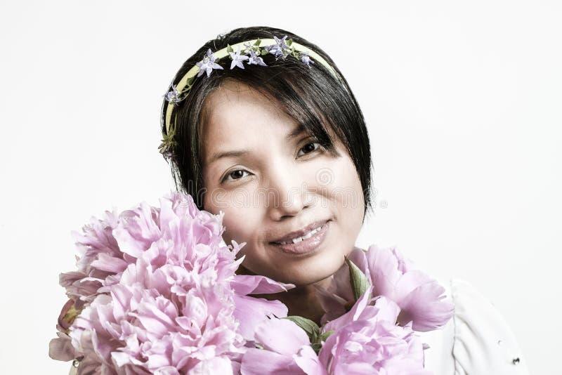Koreańska kobieta i kwiaty obrazy royalty free
