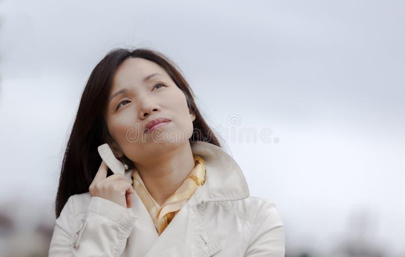 Koreańska kobieta w myśli zdjęcie royalty free