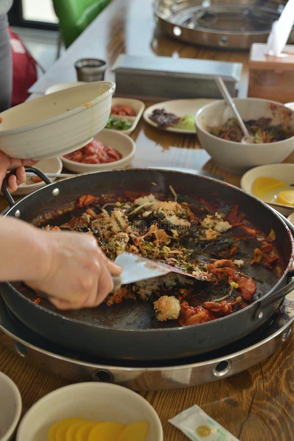 Koreańska niecka smażący ryżowy chłodny garnek fotografia stock