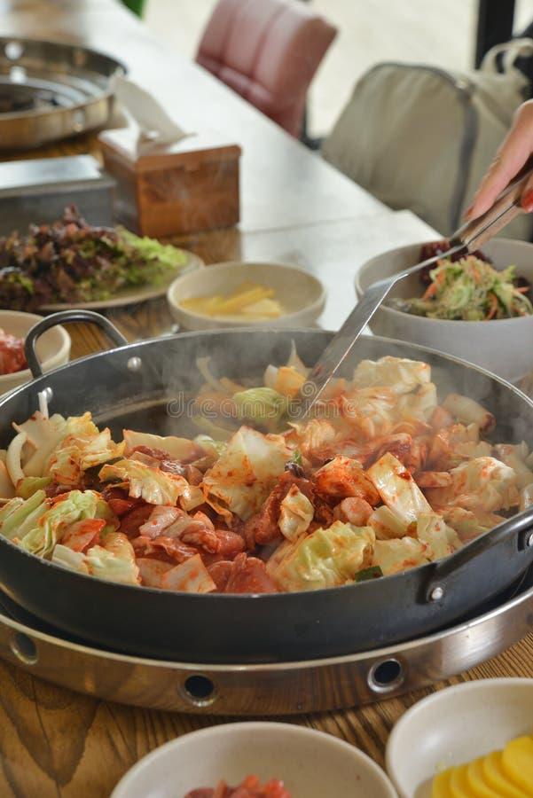 Koreańskiego niecka pieczonego kurczaka chłodny garnek obraz royalty free