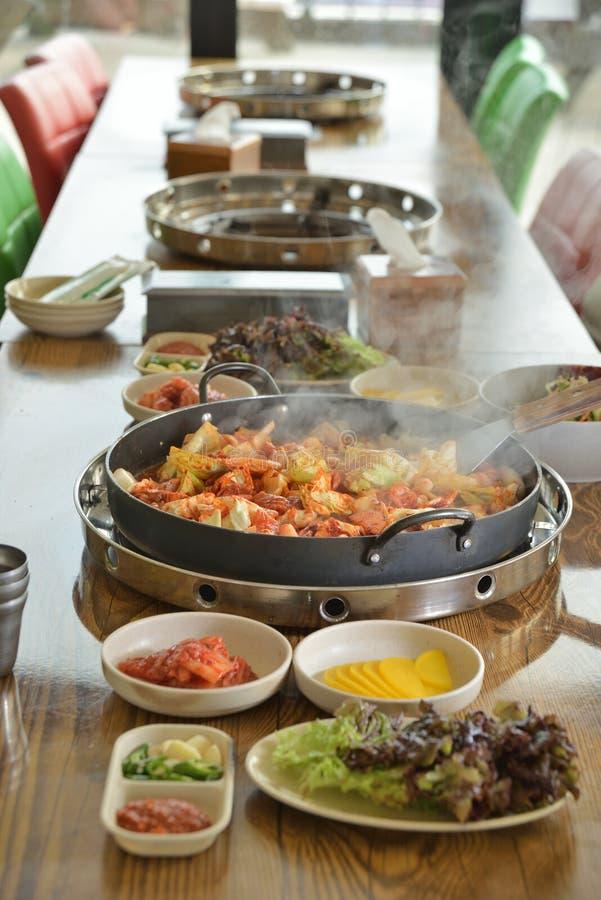 Koreańskiego niecka pieczonego kurczaka chłodny garnek zdjęcia stock