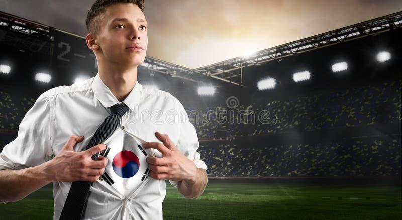 Korea-Fußball- oder -fußballanhänger, der Flagge zeigt lizenzfreie stockfotografie