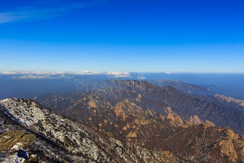 Korea góry krajobrazu sceniczny strzał przy góry Seoraksan parkiem narodowym zdjęcia royalty free