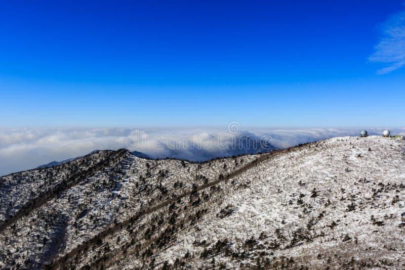 Korea góry krajobrazu sceniczny strzał przy góry Seoraksan parkiem narodowym obraz royalty free