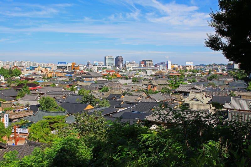 Korea Jeonju Hanok by och Jeonju stad royaltyfri fotografi
