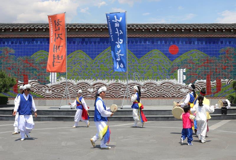 Korea-Volkstänzer und -musiker bei Insadong Seoul stockfotografie