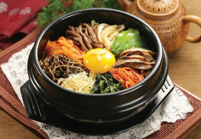 Koreaans kruidig traditioneel voedsel stock afbeelding