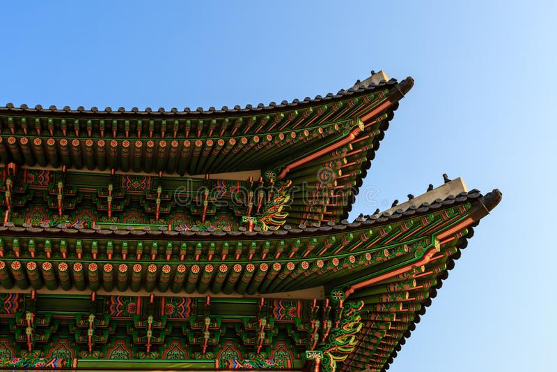 Koreaans Traditioneel dak Het Paleis van Gyeongbokgung Seoel, Zuid-Korea stock afbeelding