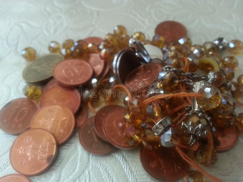 Koreaanse die muntstukken op lijst worden geplaatst royalty-vrije stock foto
