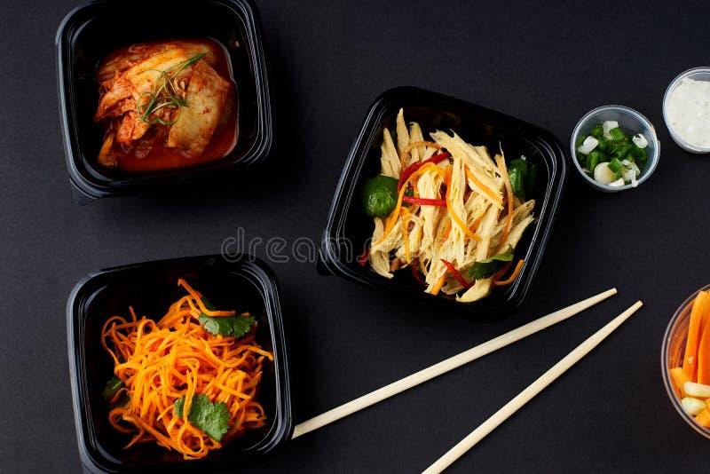Koreaanse keuken Reeks salades stock afbeelding