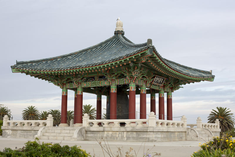 Koreaanse tempel met klok stock foto