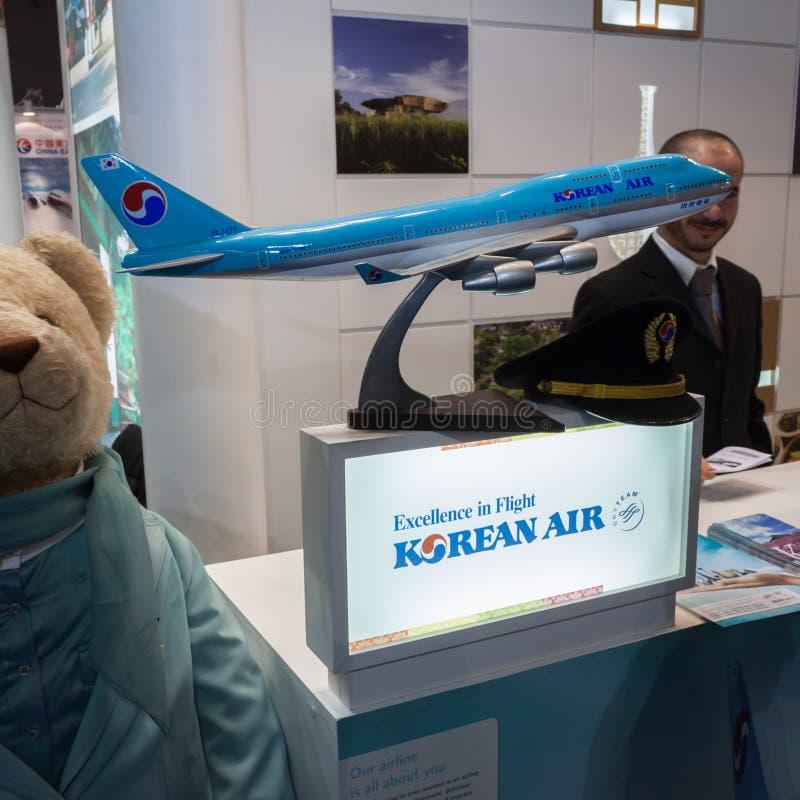 Korean Air flygplanmodell på biten 2014, internationellt turismutbyte i Milan, Italien royaltyfria foton