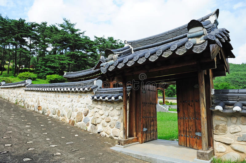Download Korean Ancient Wall And Gate Stock Image - Image: 15122037