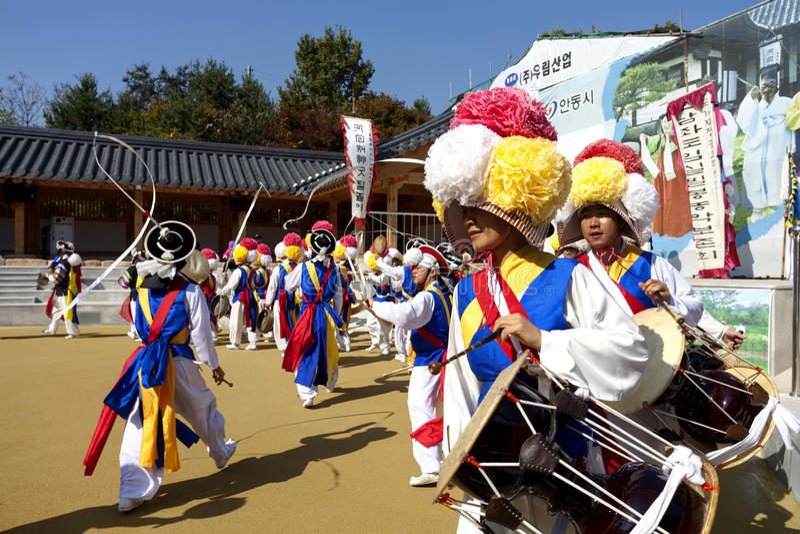 Korean folk dance. ANDONG-SI KOREA OCTORBER 26: People are performing folk dance at Hahoe Village on octorber 26 2013, Andong-si, Korea stock photo