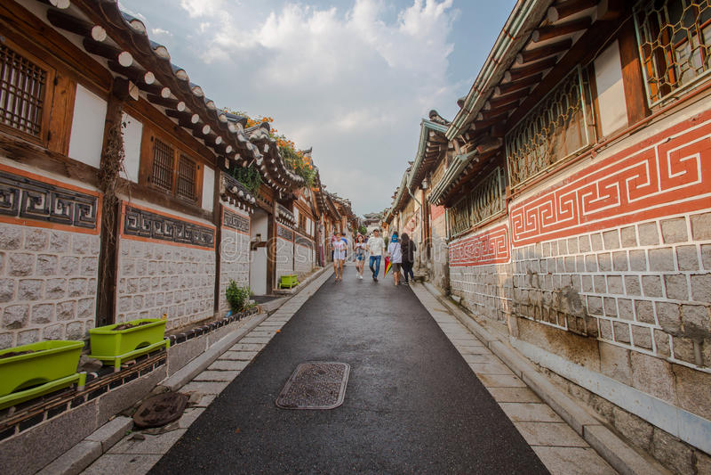 Koreanische Artarchitektur bei Bukchon Hanok Villagein Seoul, Südkorea stockfoto