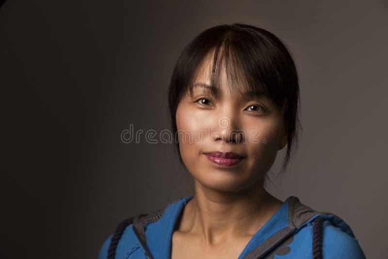 Koreanische Frau in der zufälligen Art stockfotografie