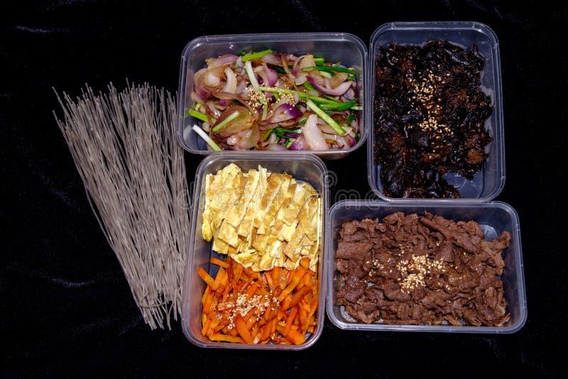 Koreanische Teller japchae Materialien stockfotografie