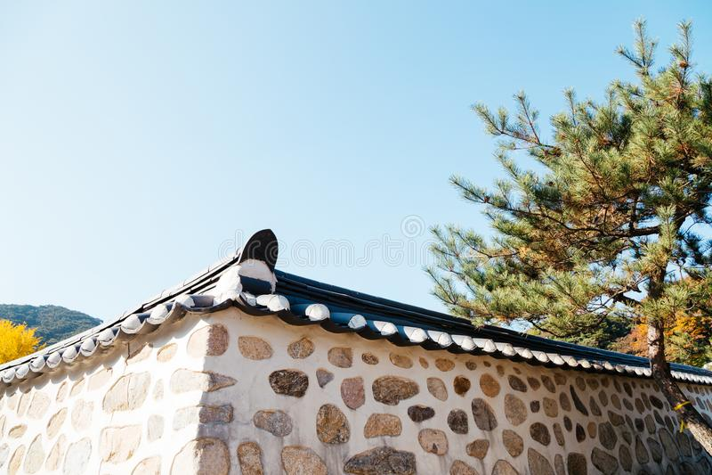 Koreanische traditionelle Steinwand an Namhansanseong-Festung in Korea lizenzfreie stockfotografie
