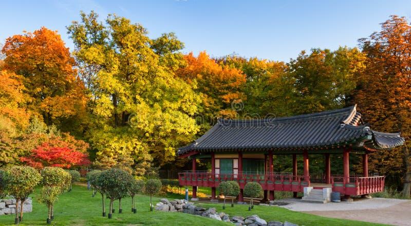 Koreanischer Park von Frankfurt im Herbst lizenzfreie stockfotografie