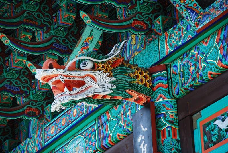 Koreanisches Tempeldetail, Dragonerskulptur lizenzfreie stockbilder