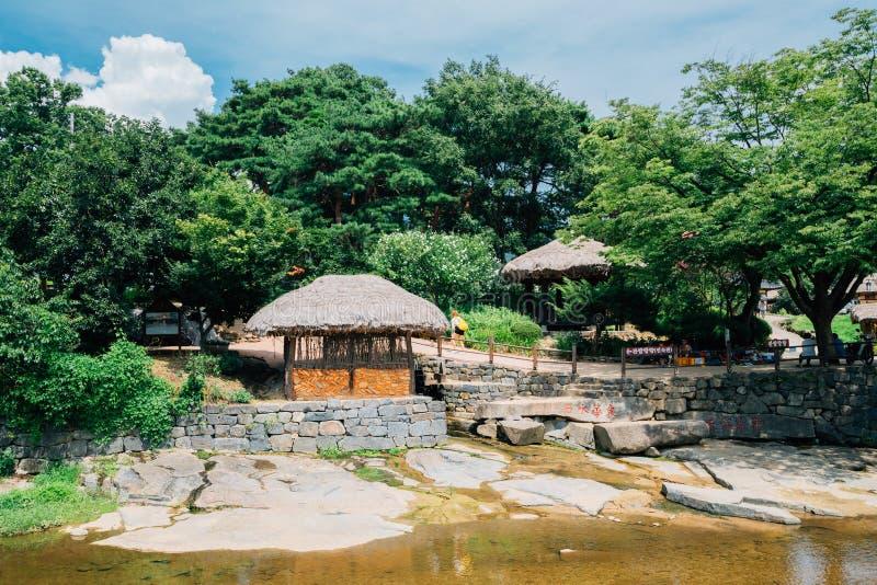 Koreansk gammal traditionell by på sommardagen royaltyfria foton