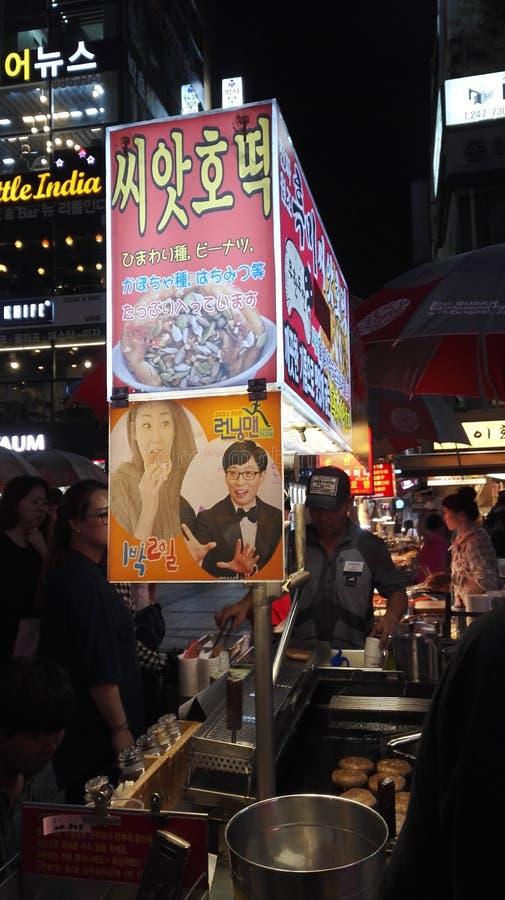 Koreansk gatamatHotteok stall royaltyfri foto