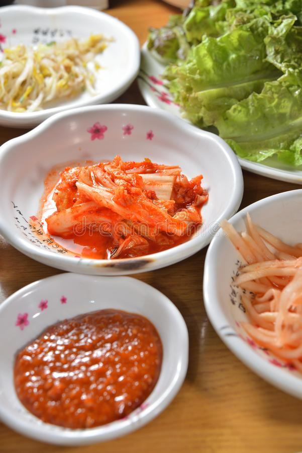 Koreansk kimchimaträtt arkivfoton
