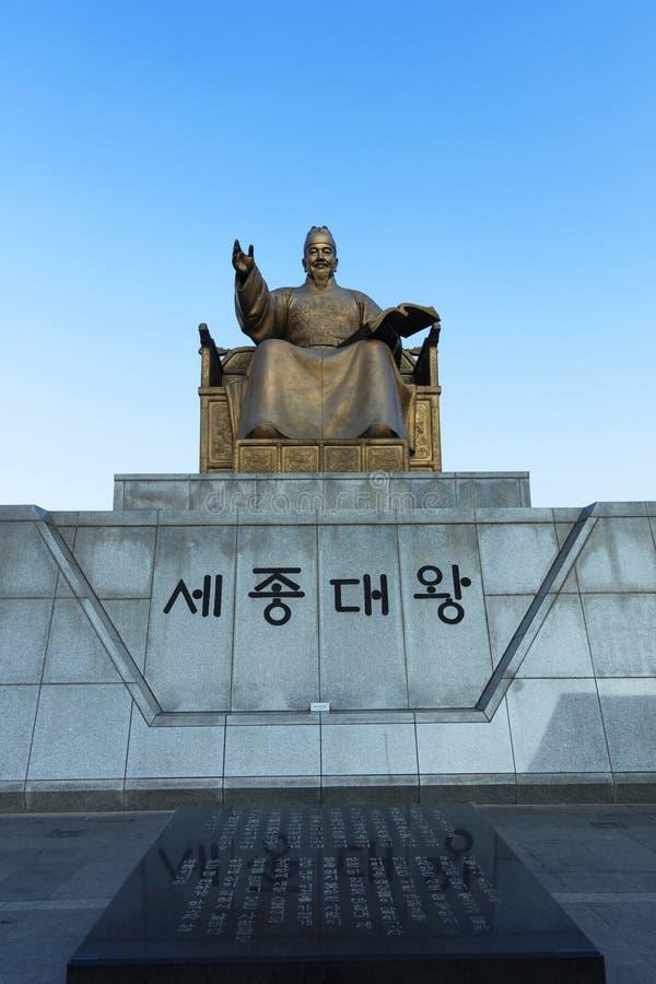 Koreansk konungsejong det stort på det Gwanghwamun fyrkantfotoet som tas på januari 3, 2017 i Seoul Sydkorea royaltyfria bilder