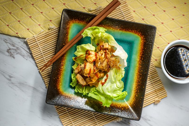 Koreansk smörgåsgrönsallatsjal royaltyfri foto