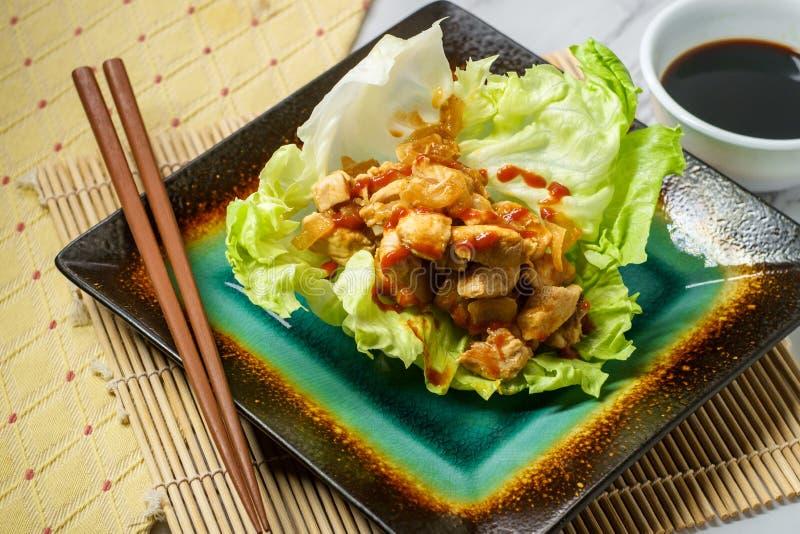 Koreansk smörgåsgrönsallatsjal royaltyfria bilder