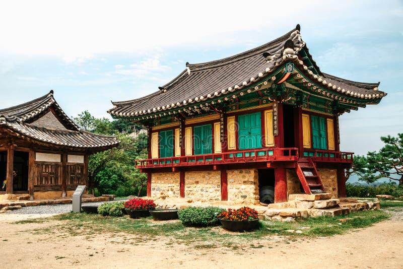 Koreansk traditionell arkitektur i Cheongpung kulturarvkomplex royaltyfri foto