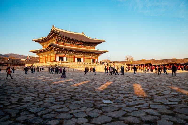 Koreansk traditionell arkitekturGyeongbokgung slott arkivfoto