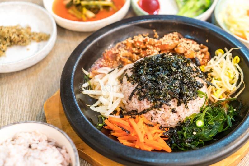Download Koreansk Traditionell Mat (Bibimbap) Fotografering för Bildbyråer - Bild av kultur, läckert: 106834915