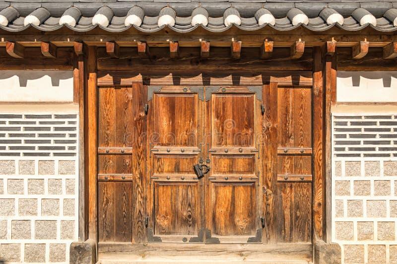 Koreanska dörrar royaltyfria foton