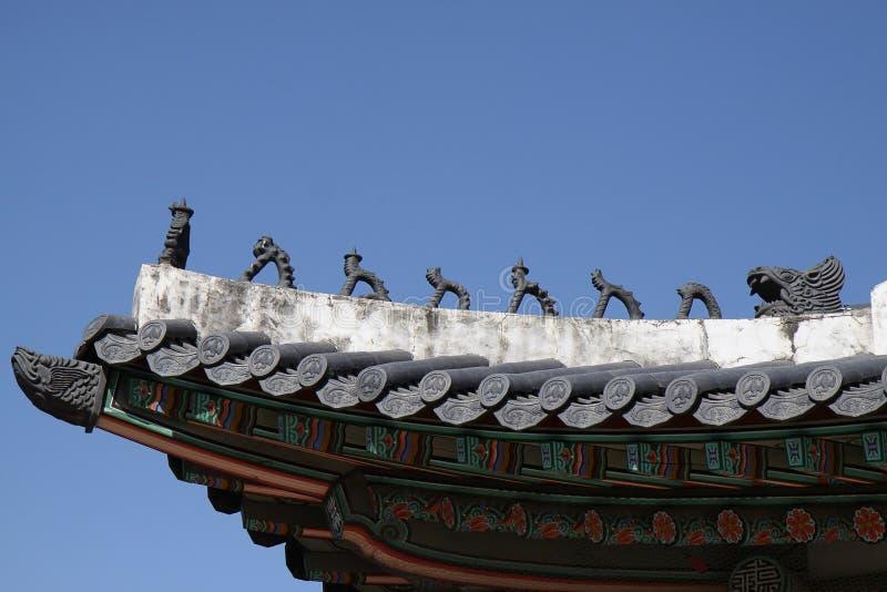 Koreanskt tempeltak royaltyfri fotografi