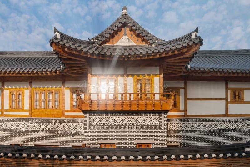 Koreanskt traditionellt hus på den Songdo Central Park royaltyfria foton