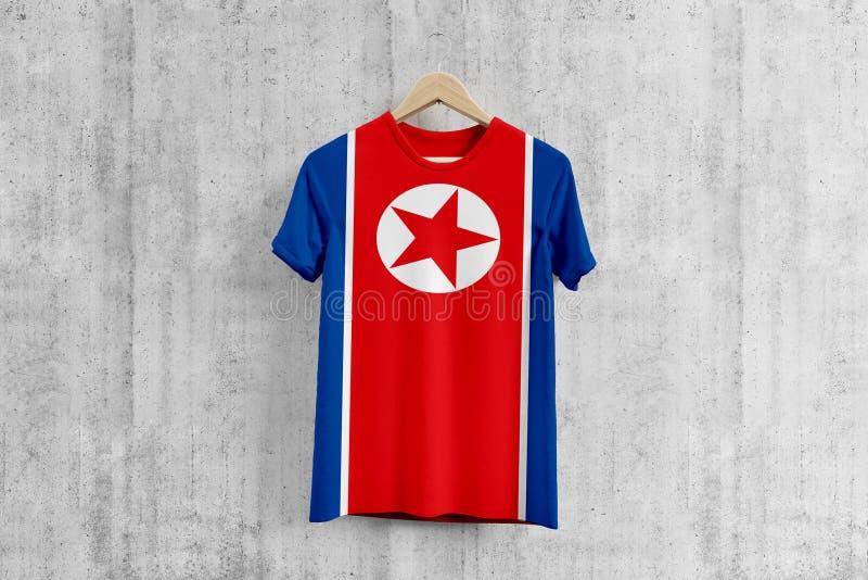 Korei Północnej chorągwiana koszulka na wieszaku, koreańczyk z korei północnej drużyny munduru projekta pomysł dla szaty produkcj fotografia royalty free